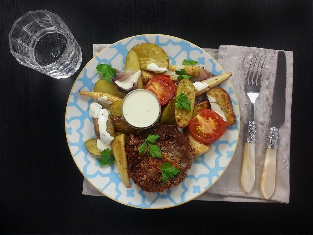 Champignon-Bratlinge mit Ofengemüse und Joghurtsauce