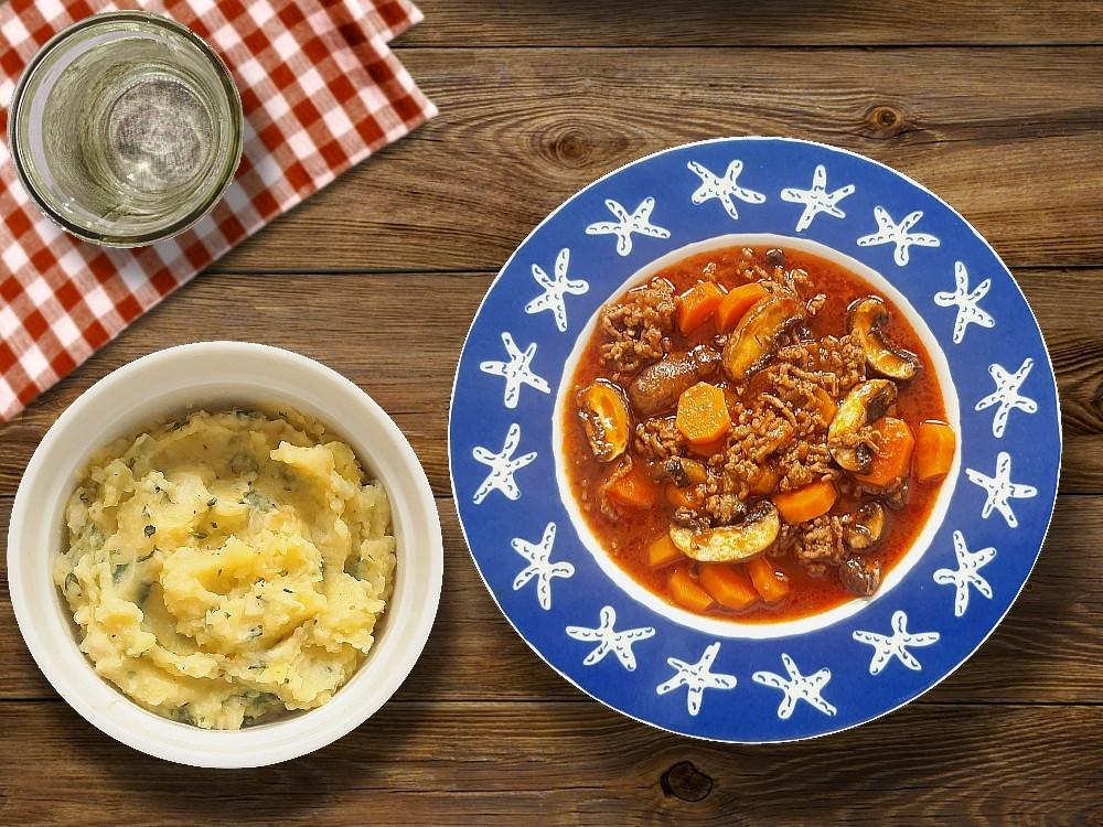 Herbstlicher Eintopf mit Rinderhack dazu Kartoffel-Sellerie-Püree mit Petersilie