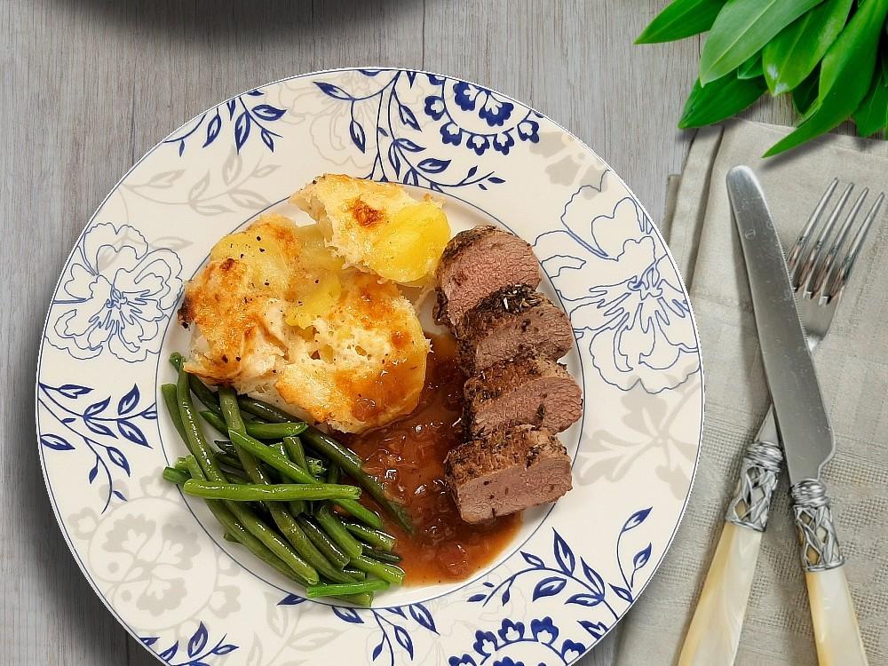 Lammlachse mit Rote Zwiebel-Jus zu Kartoffelgratin mit Chavroux