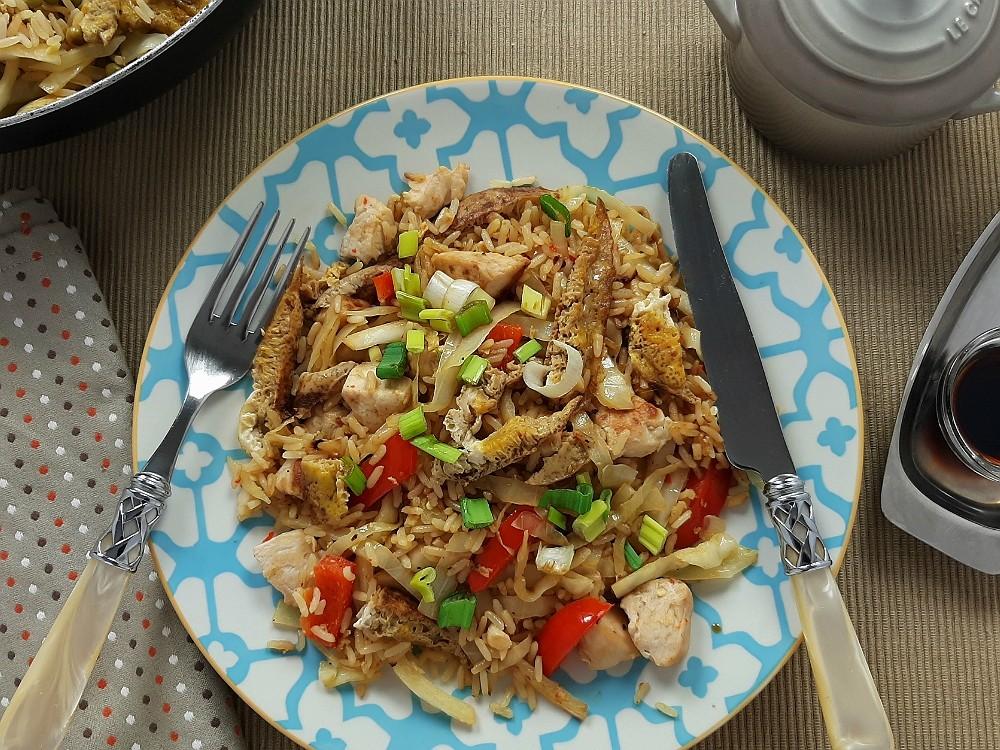 Nasi Goreng mit Hähnchen und Weißkohl