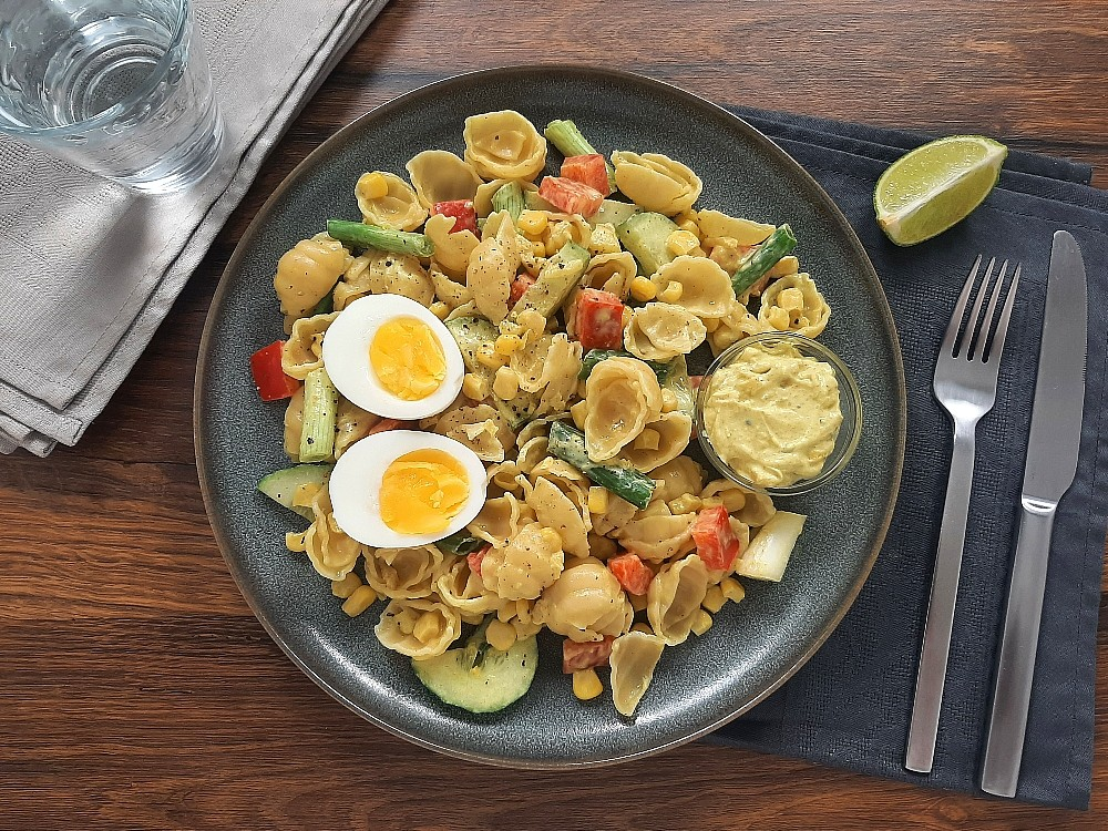 Nudel-Eier-Salat mit Apfel-Curry-Creme