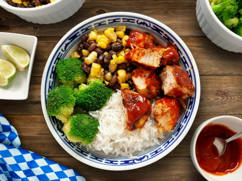 Buddha Bowl BBQ Chicken mit Basmatireis