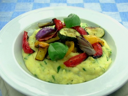 Cremige Polenta mit geröstetem Gemüse