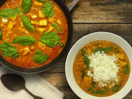 Currymasala mit Tofu und Blattspinat dazu Basmatireis