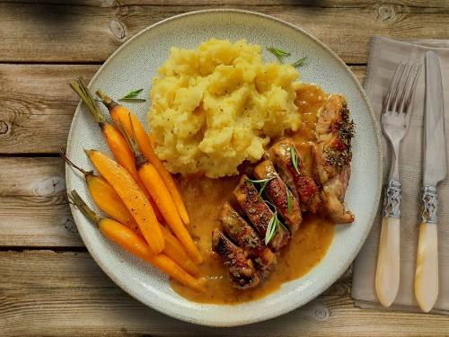 Kochbox Weihnachten: Entenbrust in Orangensoße mit glasierten Möhren und Kartoffelmus