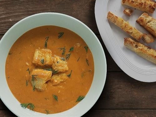 Fischsuppe mit Dill – dazu Knoblauchbrot