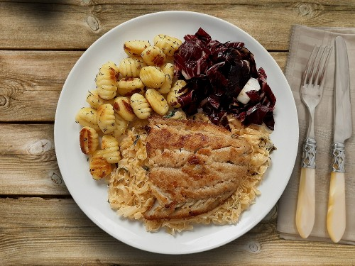 Aromatisches Seelachsfilet mit Sauerkraut