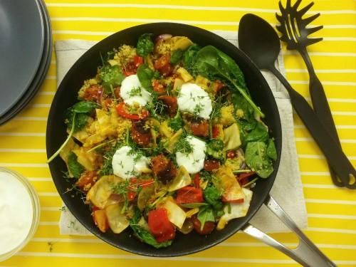Gemüse-Couscous-Pfanne mit Chorizo und Zitronenjoghurt
