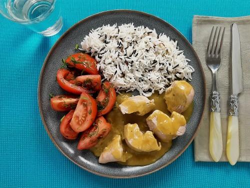 Hähnchen mit Wildsauce zu Reis und Dilltomaten