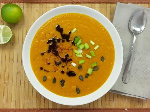 Kartoffel-Kürbis-Suppe mit Rosmarin-Baguette
