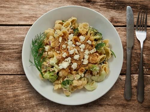 Nudelsalat mit Brokkoli und Thunfisch
