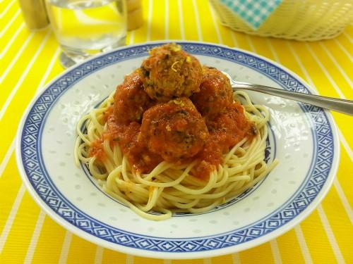 Ricotta-Frikadellen in Tomatensauce mit Spaghetti