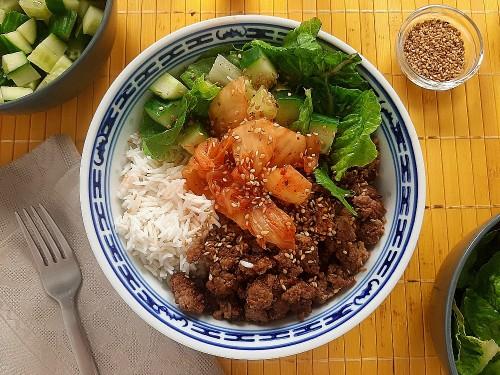 Schnelle Bulgogi-Bowl mit Rinderhack, Kimchi und Reis