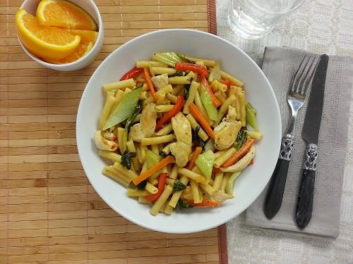 Tacchino Piccante - Hähnchenpasta mit Orangen-Chili-Sauce und Pak Choi