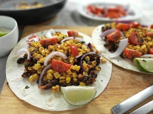 Texmex-Tortillas mit Mais und Bohnenfüllung