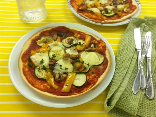 Tortillapizza mit Mozzarella und Grillgemüse