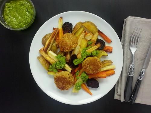 Wurzelgemüse aus dem Ofen mit Pesto und Falafel