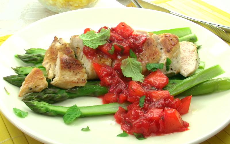 Spargel mit Erdbeeren-Chutney